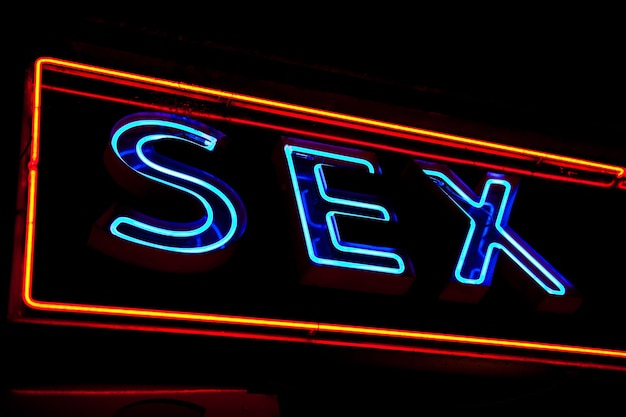 Paris - detalhe de placa de loja sexy, sem logotipo protegido por direitos autorais