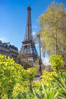 Paris, torre eiffel, ligado, um, luminoso dia, em, primavera