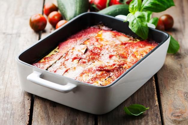 Parmigiana tradicional italiana com abobrinha