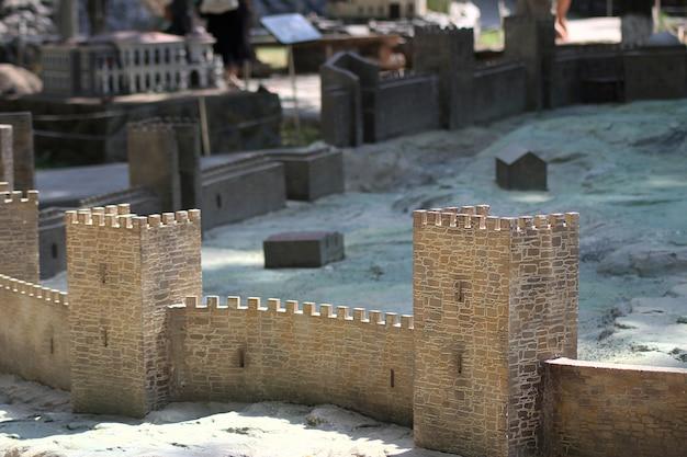 Parque bakhchisarai de miniaturas. fortaleza genovesa, sudak.