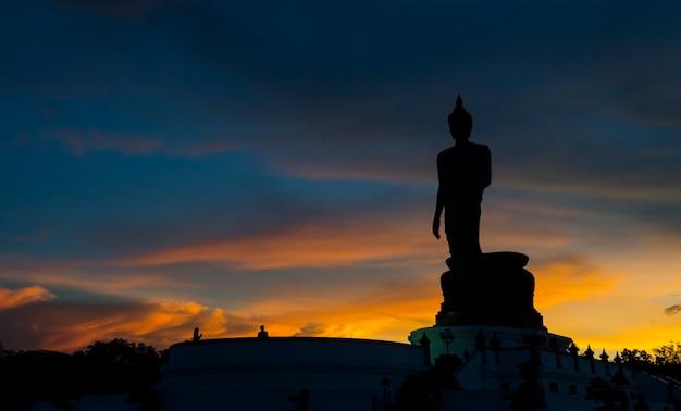 Parque budista no distrito de phutthamonthon, buddha monthon. província de nakhon pathom da tailândia