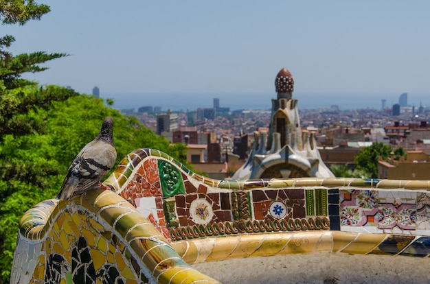 Parque guell em um dia de verão em barcelona