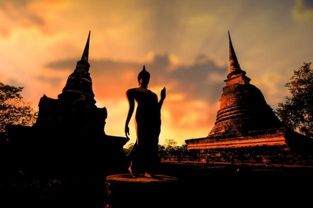 Parque histórico de sukhothai na província de sukhothai na tailândia