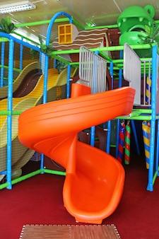 Parque infantil de slides para crianças