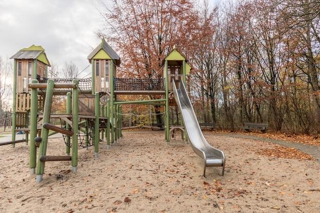 Parque infantil no parque