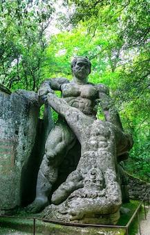 Parque misterioso dos monstros de bomarzo, itália