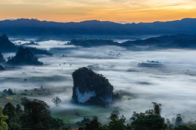 Parque nacional de phu langka, na província de phayao