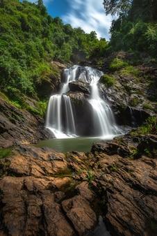 Parque nacional khao luang da cachoeira de krungshing, nakhon e tailândia
