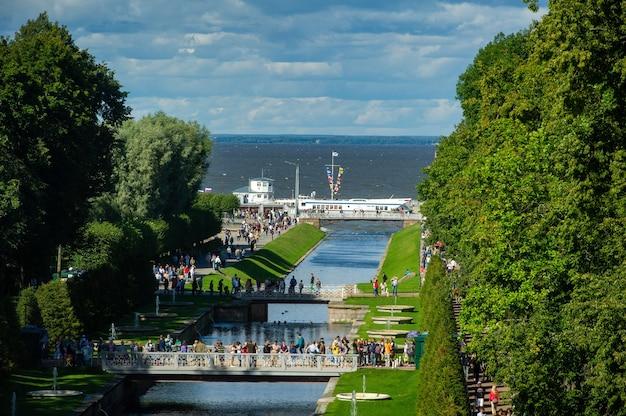 Parque peterhof em são petersburgo na rússia