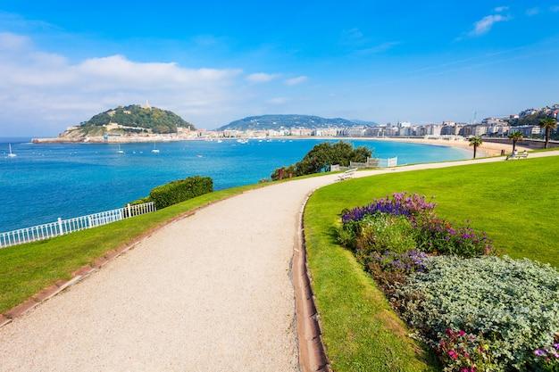 Parque público na cidade de san sebastian donostia, país basco no norte da espanha