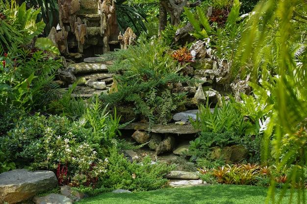 Parque verde bonito na decoração home exterior.