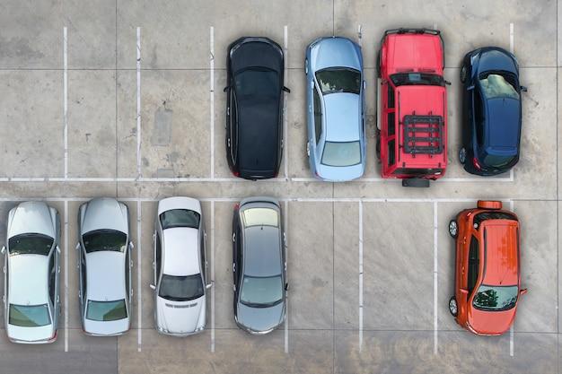 Parques de estacionamento vazios, vista aérea.
