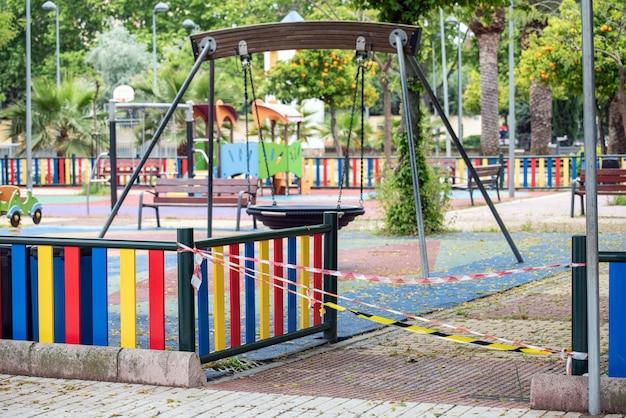 Parques fechados e solitários para prevenir infecções entre crianças