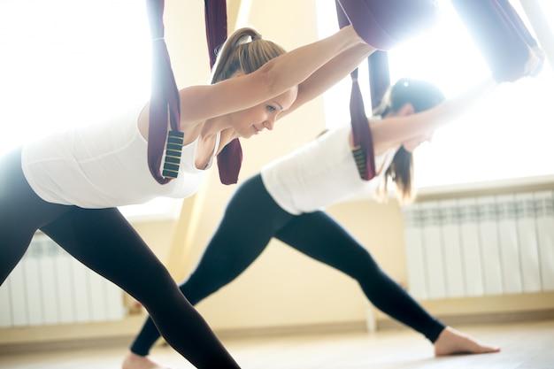 Parsvottanasana yoga pose em hammock