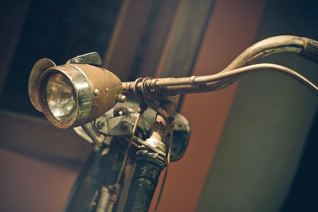 Parte da bicicleta velha do vintage usada como ilustrações para o texto