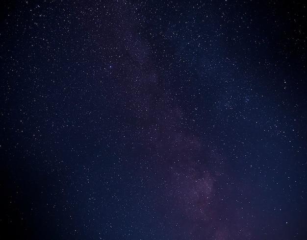 Parte da galáxia via láctea no céu noturno