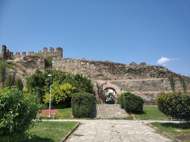 Parte da muralha bizantina de thessaloniki, grécia