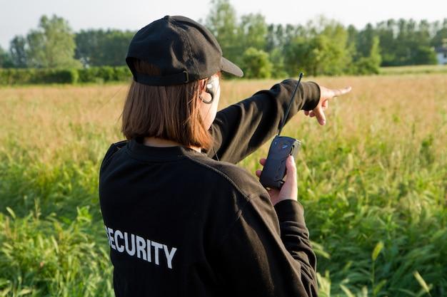 Parte de trás de um guarda de segurança