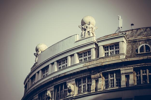 Parte de um prédio antigo no centro da cidade de belgrado, sérvia