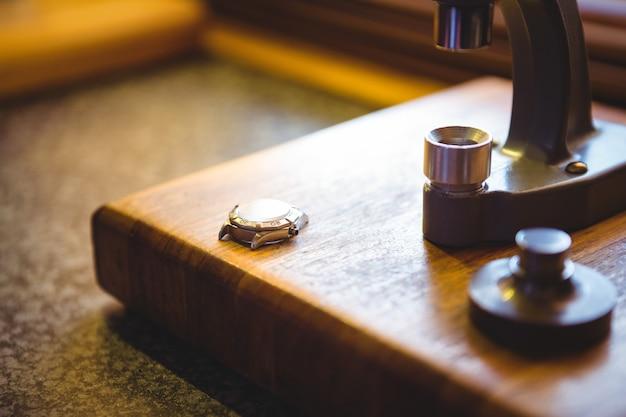 Parte do microscópio vintage para reparo de relógio