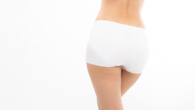 Parte inferior feminina de calcinha branca.
