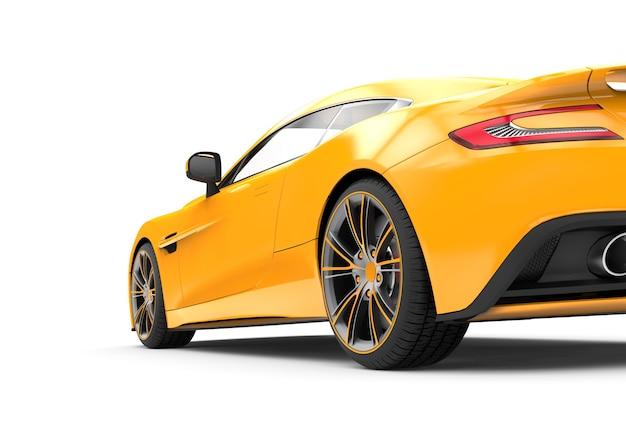 Parte traseira de um carro de luxo amarelo isolado no branco