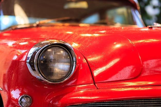 Partes do carro vintage vermelho