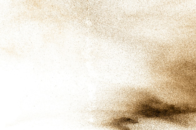 Partículas de brown splattered no fundo branco.