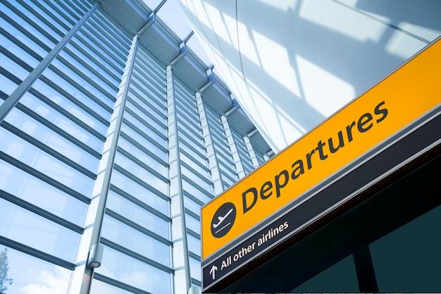 Partida do aeroporto e sinal de informações de chegada