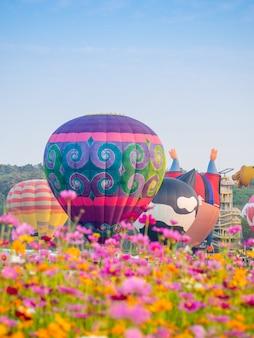 Partido internacional do balão de singha park chiangrai no parque de singha, chiang rai, tailândia.