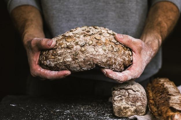 Partindo o pão