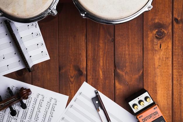 Partituras e instrumentos musicais