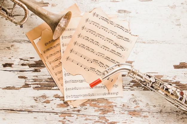 Partituras entre trompete e saxofone