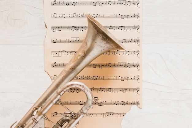 Partituras sob trompete