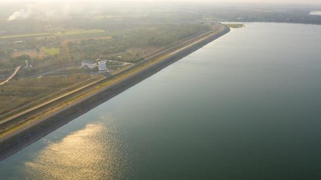 Pasak jolasid barragem na vista aérea de tailândia