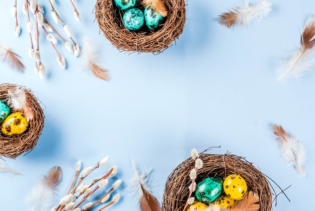 Páscoa com ninhos e ovos de pássaros