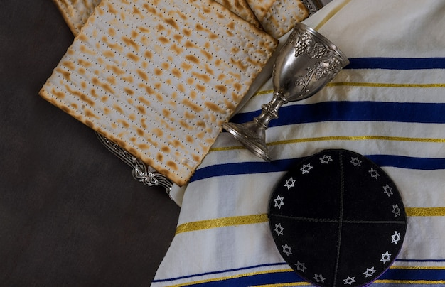 Páscoa judaica de pão ázimo matzoh feriado judaico no kippa