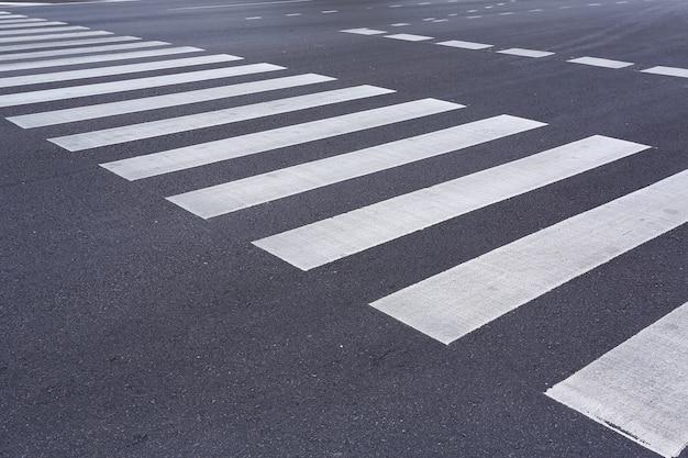 Passagem de pedestres zebra.