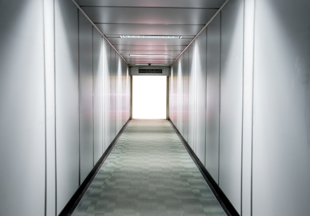 Passagem do aeroporto turva para plano de fundo