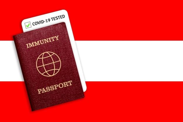 Passaporte de imunidade sobre a bandeira nacional da áustria.