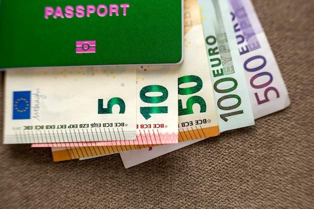 Passaporte de viagem e dinheiro, notas de notas de euro