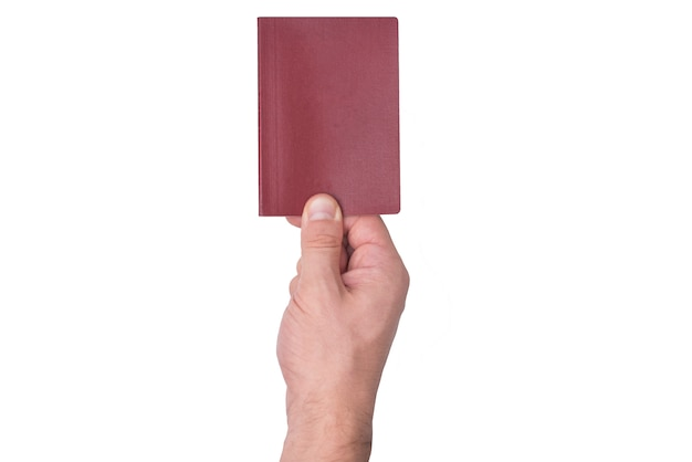 Passaporte em branco vermelho na mão do homem. isolar