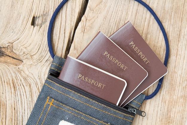 Passaporte no saco de tecido