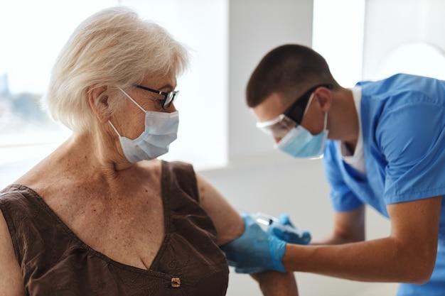 Passaporte secreto de vacinação de paciente e médico hospitalar