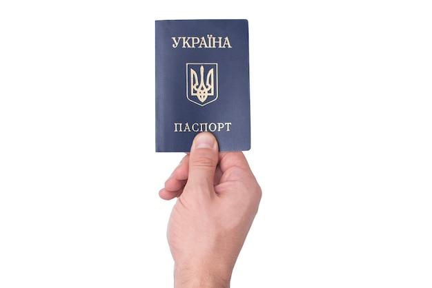 Passaporte ucraniano azul na mão de um homem