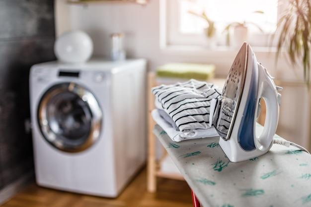 Passar na lavanderia