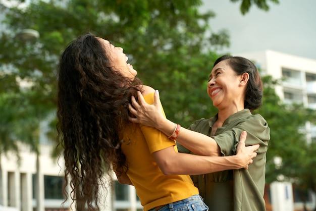 Passar tempo livre com a mãe