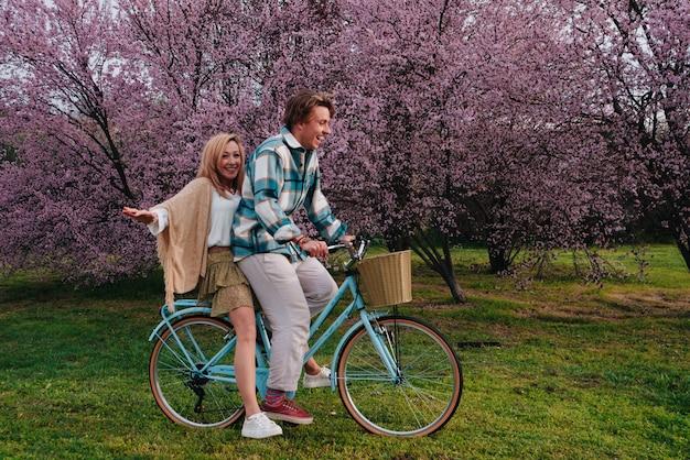 Passar um tempo com a família no dia das mães fazendo esportes de bicicleta