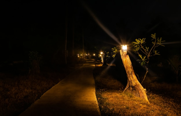 Passarela e a luz fraca