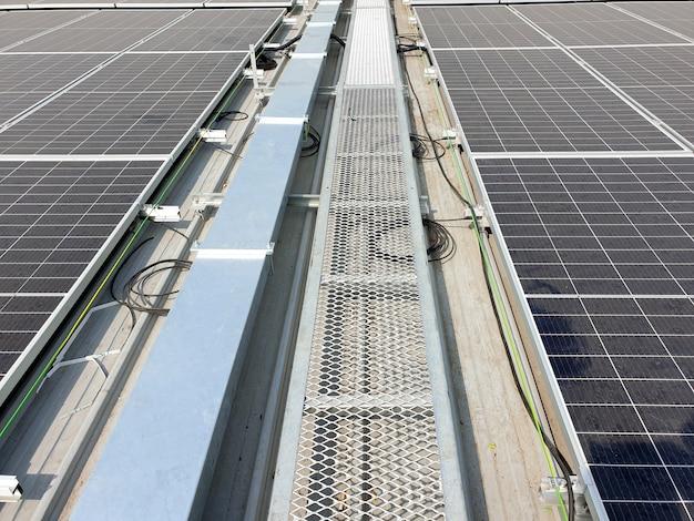 Passarela para telhado solar após instalação no telhado da fábrica